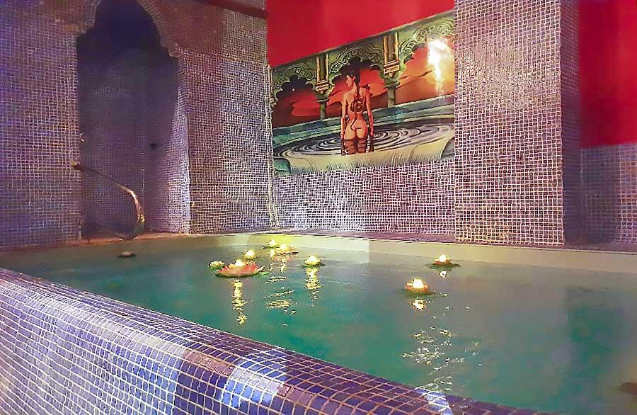 pub-noches-intercambio-parejas-piscina-jacuzzy-asturias