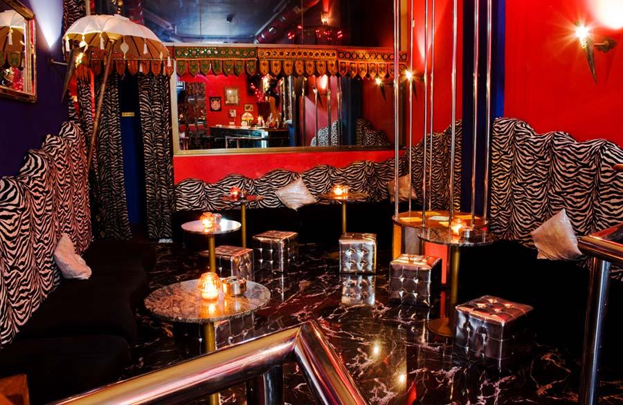 pub-liberal-noches-zona-bar-entrada